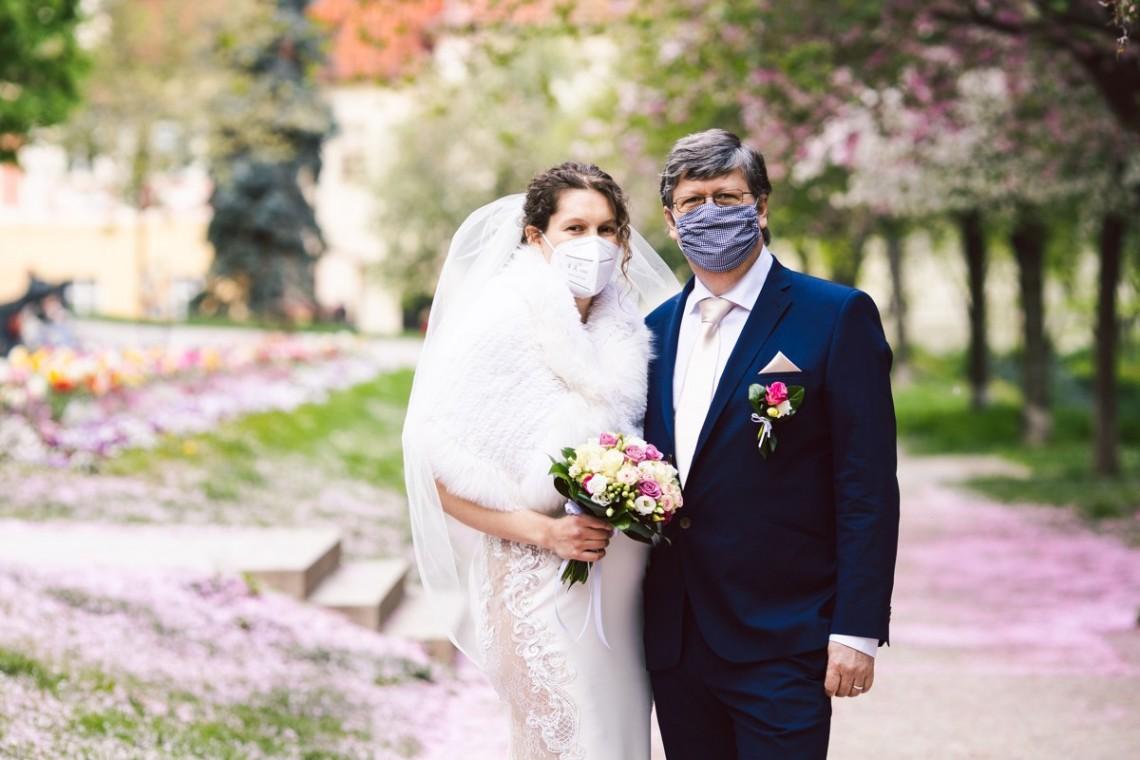 Změní koronavirus svatební focení?